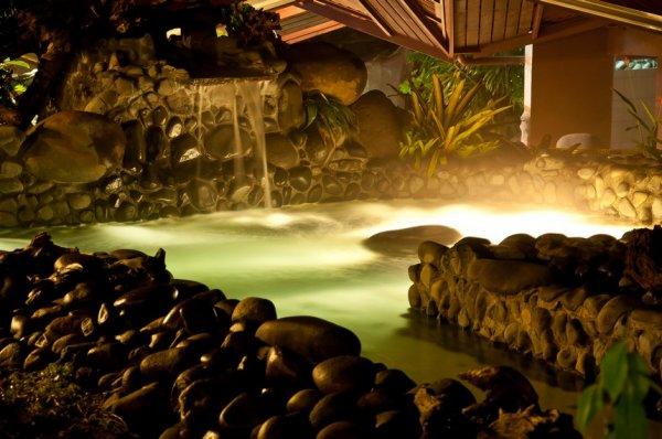 Самые потрясающие бассейны на планете (23 фото)