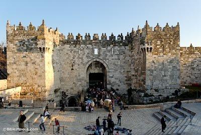 Старейшие городские ворота (6 фото)