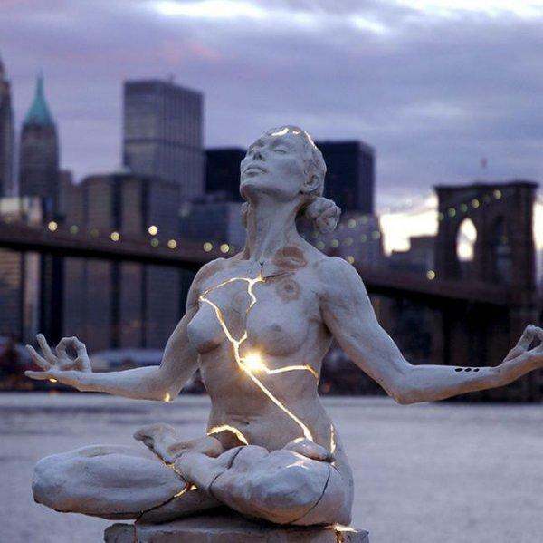 Лучшие современные скульптуры и памятники со всего света (19 фото)