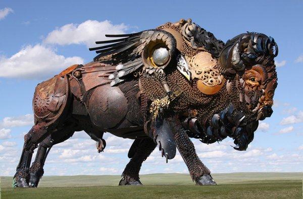Старая сельхозтехника и металлолом, превращённые в поразительные скульптуры (17 фото)