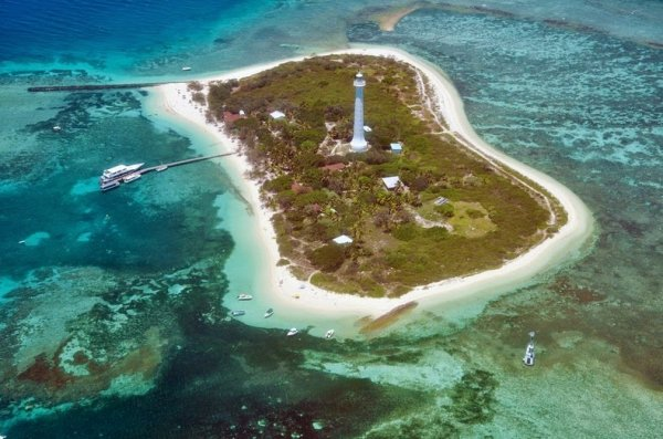 Маяк Амеди в Новой Каледонии (6 фото)