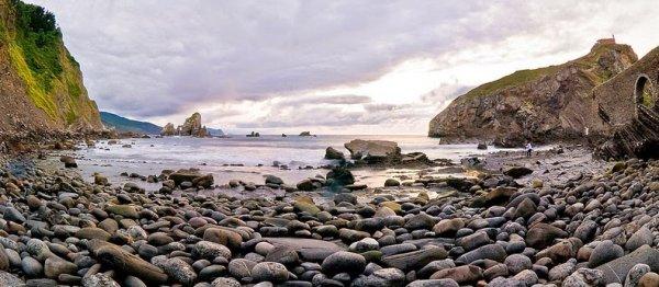 Очаровательный остров Газтелугатче (12 фото)