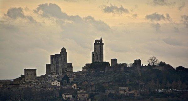 Средневековые небоскребы Сан-Джиминьяно (11 фото)