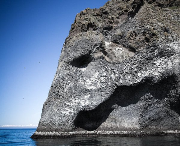 Слоновья скала в Исландии (7 фото)