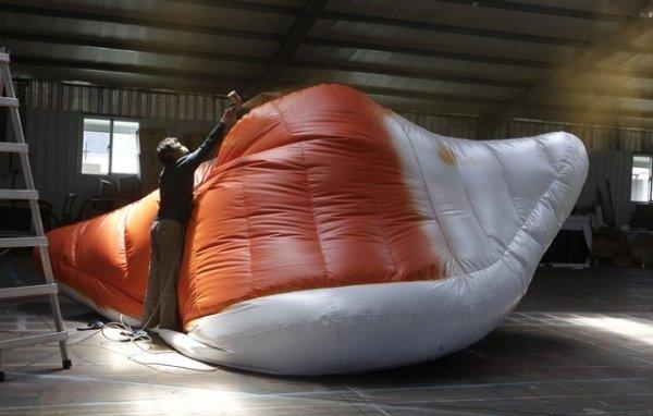 Гигантское надувное искусство (8 фото)
