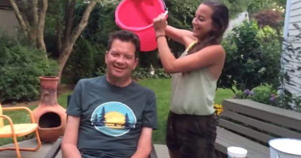 Отец и дочь - настоящие герои Ice Bucket Challenge (2 фото + 2 видео)