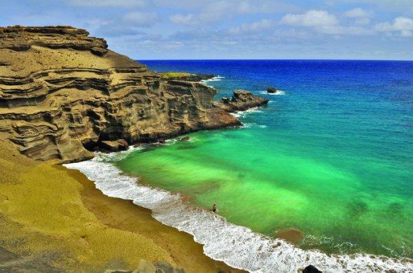 Папаколеа: необычный пляж зелёного цвета (8 фото)