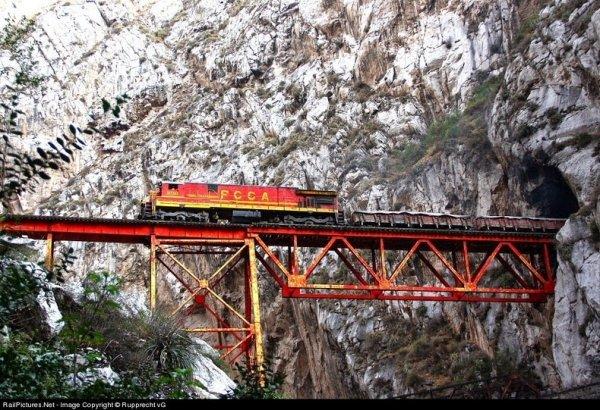 Мост Инфернильо «Маленький Ад» в Перу (5 фото)