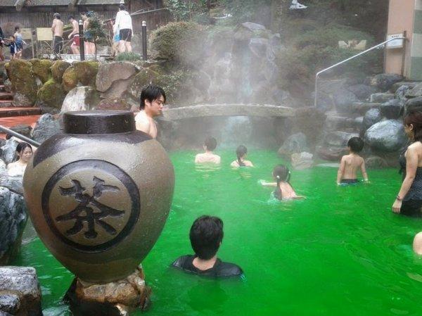 Искупайтесь в вине, зелёном чае, кофе или саке на спа-курорте Юнессан (11 фото)
