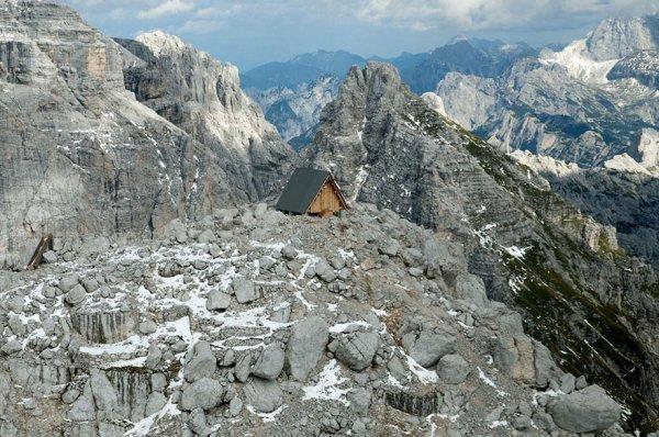 Горный приют имени Луки Вуерича в Юлийских Альпах (11 фото)