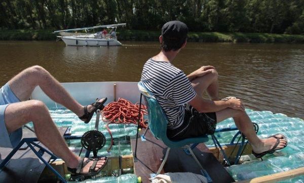 Лодка из пластиковых бутылок (18 фото)
