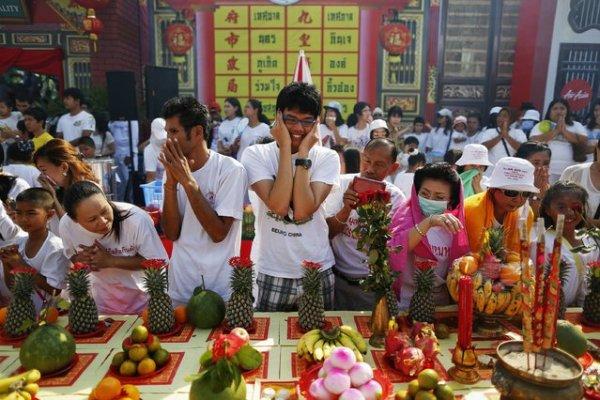 Вегетарианский фестиваль 2014 года в Пхукете (12 фото)