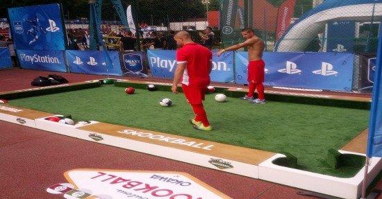 Снукбол – вид спорта, в котором вы можете играть в бильярд ногами (2 фото + 2 видео)