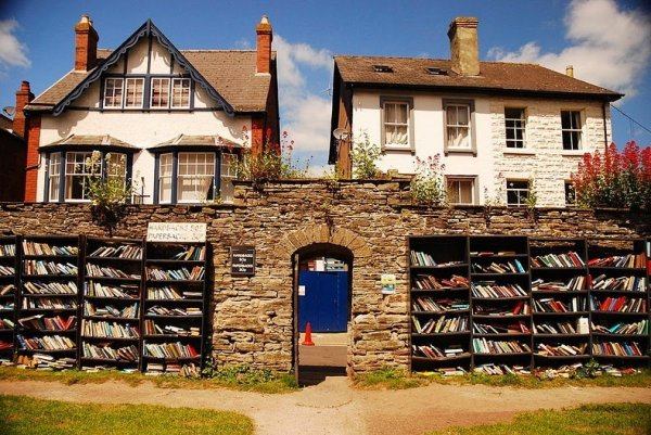 Хей-он-Уай: Книжный город в Уэльсе (15 фото)