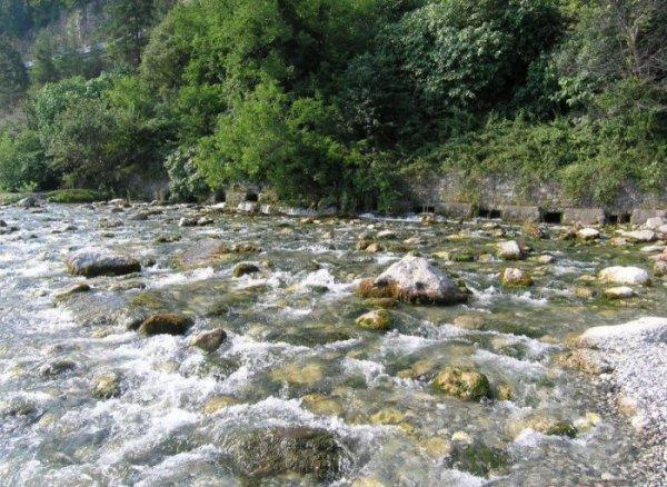18-метровая река Репруа – самая короткая в мире (5 фото)
