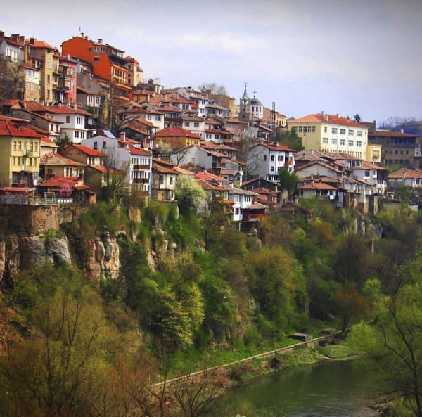 Впечатляющие фотографии городов, возведённых на скалах (25 фото)