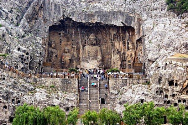 Пещерные храмы Лунмэнь (10 фото)