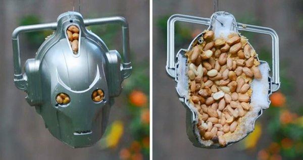 Кибербелка: кормушка превращает белку в смертельного врага «Доктора Кто» (4 фото + видео)