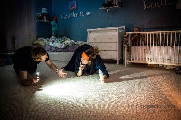 Фотограф показывает настоящий хаос, в котором пребывают родители (11 фото)