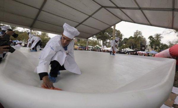 В Египте приготовили самую большую в мире тарелку кошари, попав в Книгу рекордов Гиннесса (10 фото)