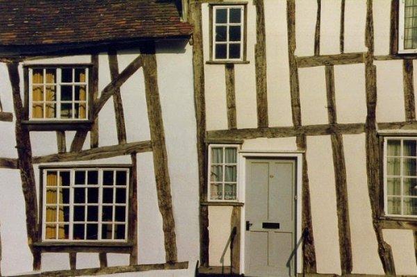 Перекошенные дома Лавенхема (12 фото)