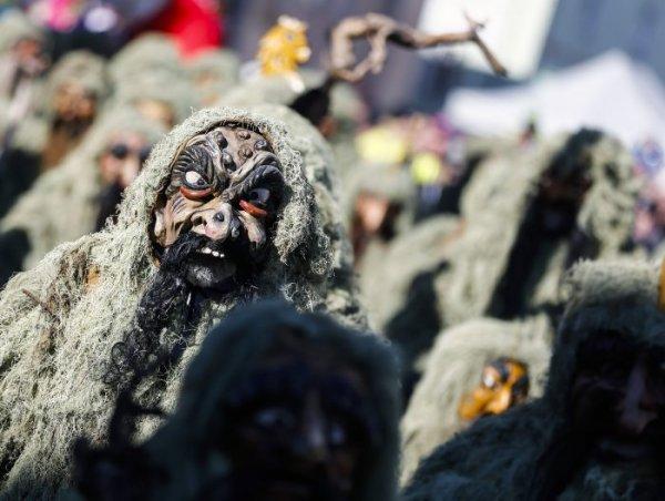 Шествие шляйхеров в австрийской деревне Тельфс (10 фото)