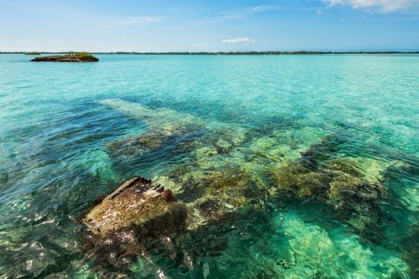 Бирюзовые воды лагуны Chalk Sound (9 фото)