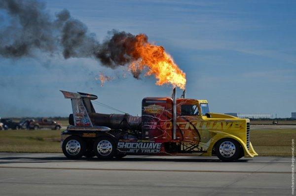 Самый скоростной в мире грузовик – ShockWave Flash Fire (10 фото)