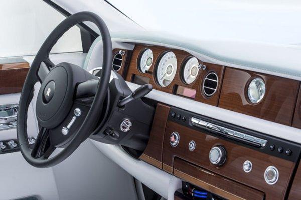 Rolls-Royce Phantom Serenity с самым роскошным интерьером (15 фото)