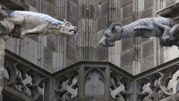 Гаргульи и химеры в готической архитектуре (31 фото)