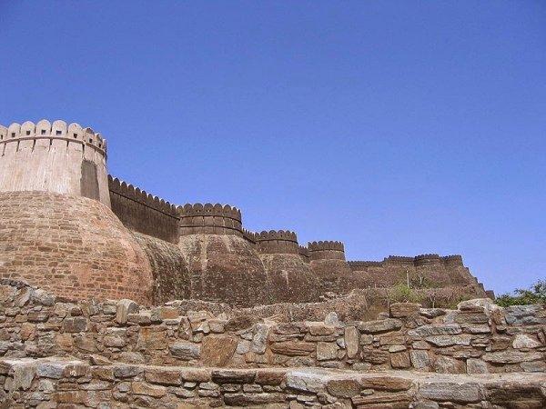 Великая стена форта Кумбалгар (10 фото)