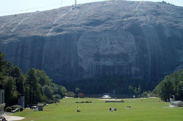 Крупнейшие монолиты нашей планеты (11 фото)