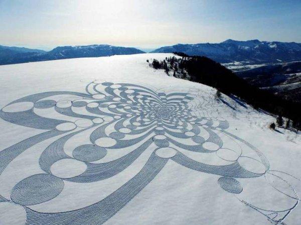 Потрясающие фотографии гигантских произведений снежного искусства Саймона Бека (14 фото)