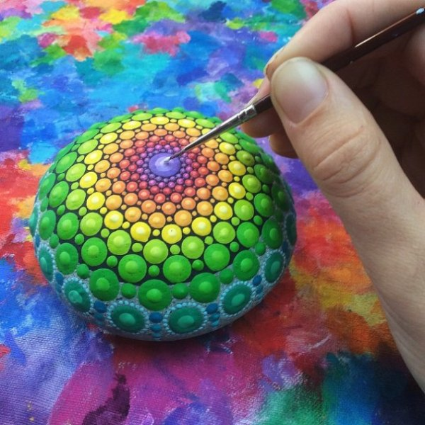 Разноцветные мандалы австралийской художницы Элспет Маклин (15 фото)