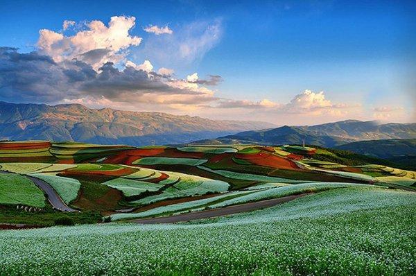 Разноцветные холмы Дончуаня (25 фото)