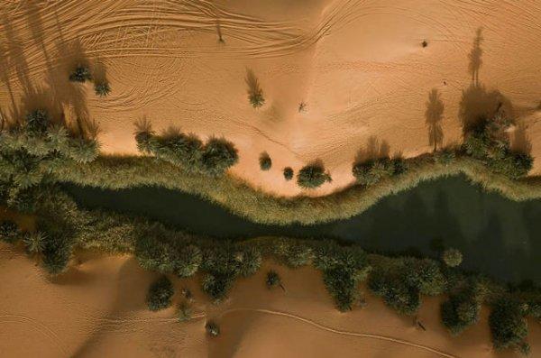 Живописный оазис Убари посреди пустыни Сахара (10 фото)