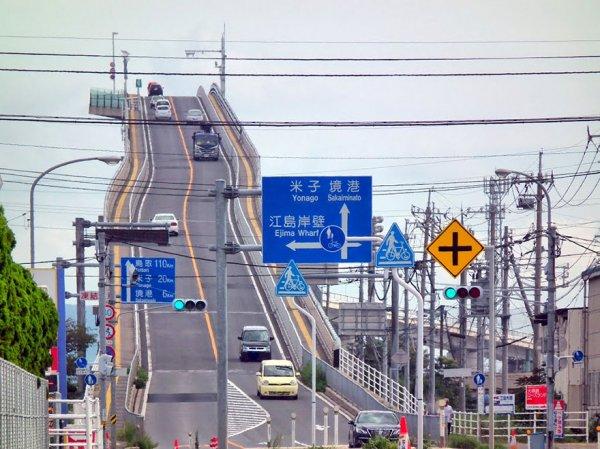 Ешима Охаши: мост в Японии, похожий на американские горки (4 фото)