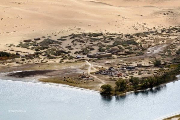 Таинственные озёра пустыни Бадын-Джахан (11 фото)