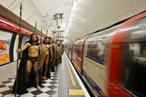 This is SPARTA!... в Лондоне (15 фото)