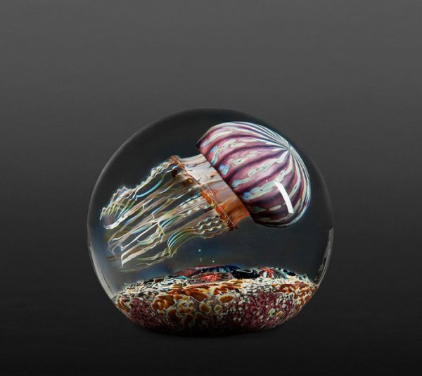 Реалистичные стеклянные вазы Ричарда Сатавы (16 фото)