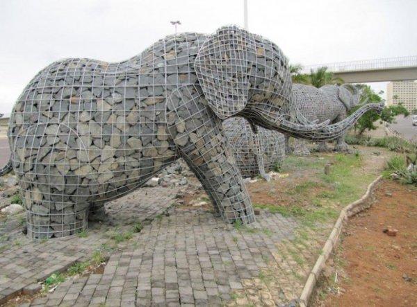Каменные слоны Андриса Боты (8 фото)
