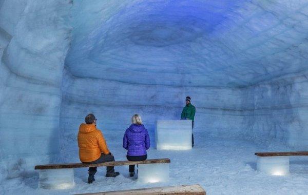 Крупнейший в мире ледяной тоннель, построенный человеком, открылся в Исландии (10 фото)