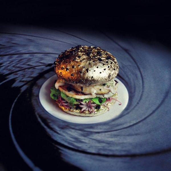 Необычные гамбургеры со всего света (9 фото)