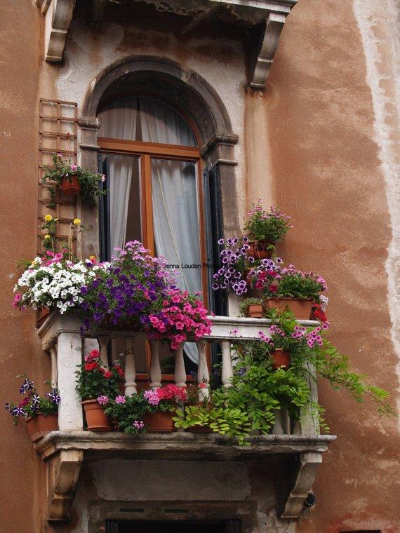 Городские балконы, которые притягивают взгляд (26 фото)