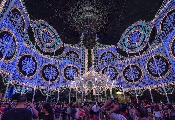 Сингапурские Сады у залива в рождественские праздники (20 фото)