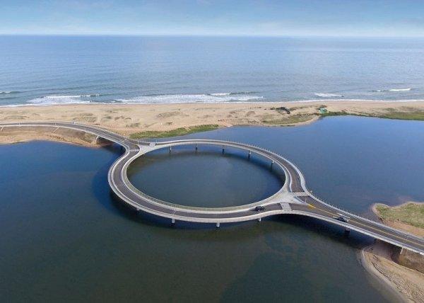 Круговой мост Лагуна Гарсон в Уругвае (5 фото)