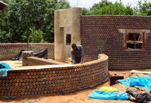 В Нигерии собираются строить дома из пластиковых бутылок