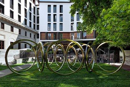 Bulgari создал арт-объект в виде бесконечной спирали
