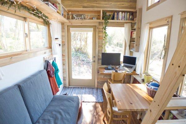Житель Канады создал передвижной дом-трейлер из древесины
