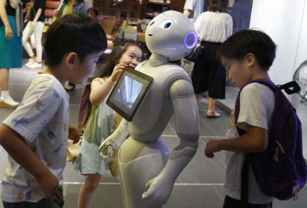 В Японии робот стал учеником средней школы